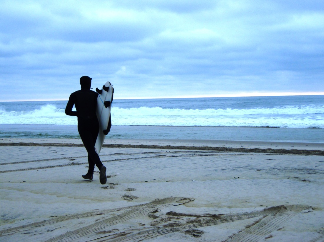 Yes, we offer surf lessons during the winter. Wearing a winter wetsuit is an experience in itself!